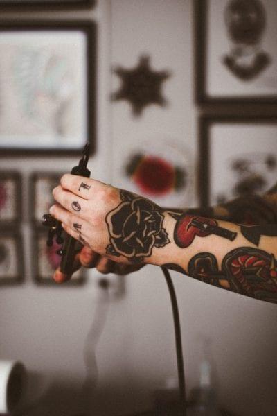 Tatuajes de Flores en la Mano dorso