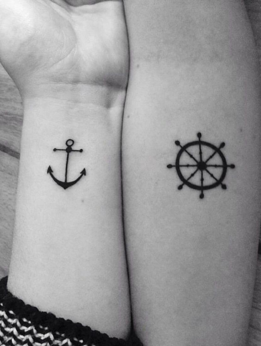 tatuaje ancla y timon