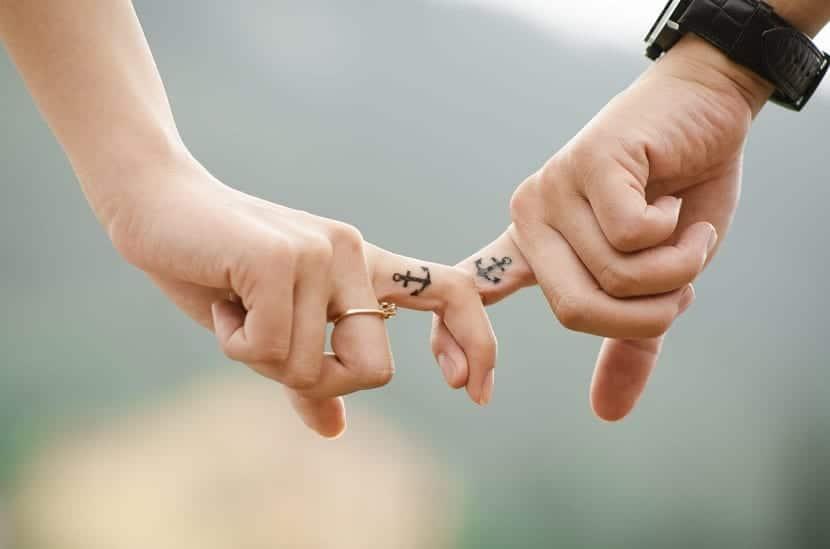 tatuaje anclas pareja