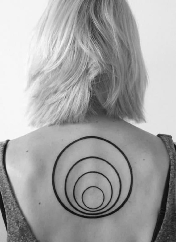 tatuaje circulo concentrico