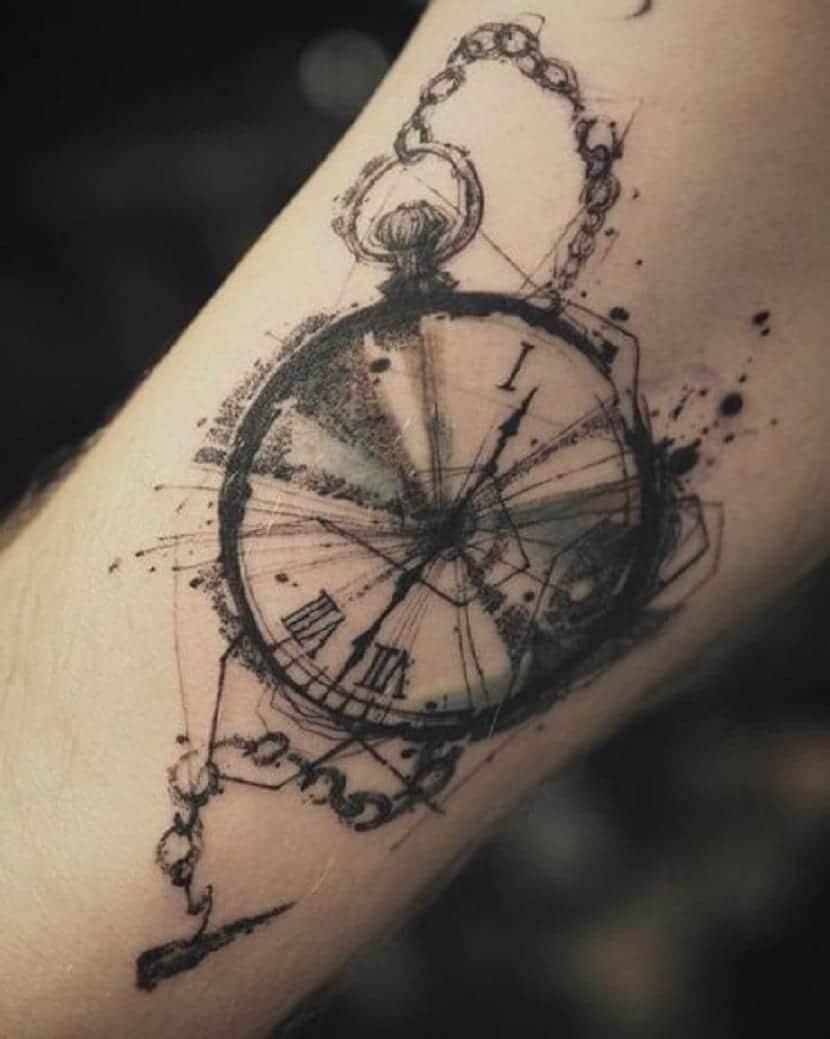 tatuaje reloj brujula