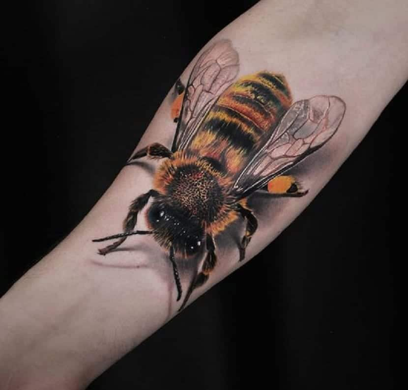 tatuajes abeja realistas