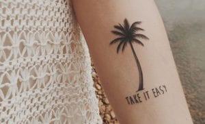 Tatuajes de palmeras en el brazo