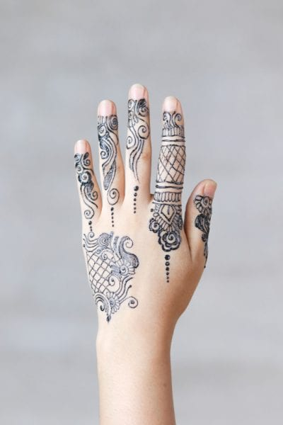 Tatuajes Mehndi mano