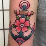 Tatuajes de anclas con flores