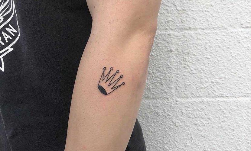 Tatuajes de coronas pequeñas