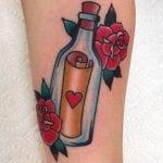 Tatuajes de mensajes en botellas de cristal