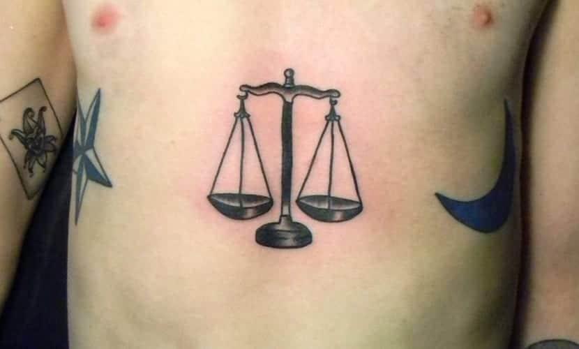 Tatuajes de balanzas