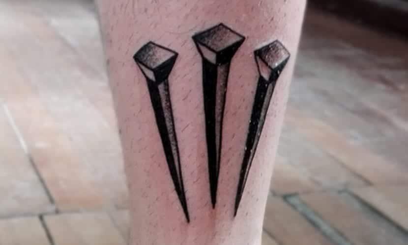 tatuajes de clavos