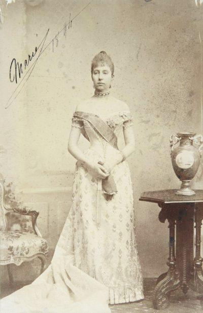 María de Orleans mesa