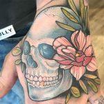 Tatuajes de calaveras y flores