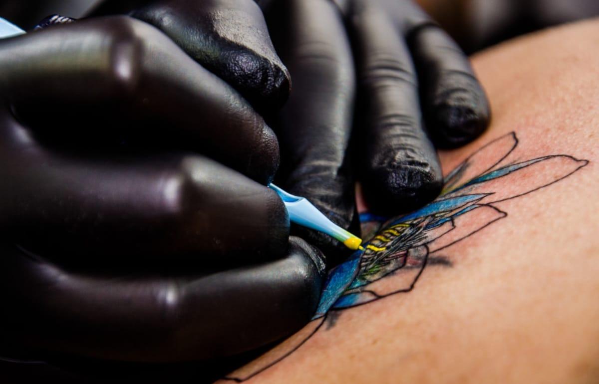 Dolor en los Tatuajes Azul
