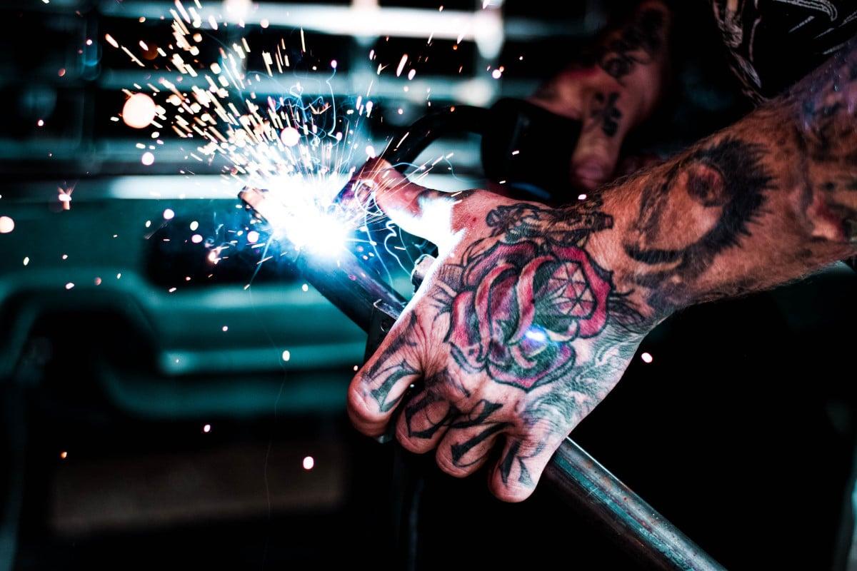 Tatuajes de Rosas Tradicionales Mano