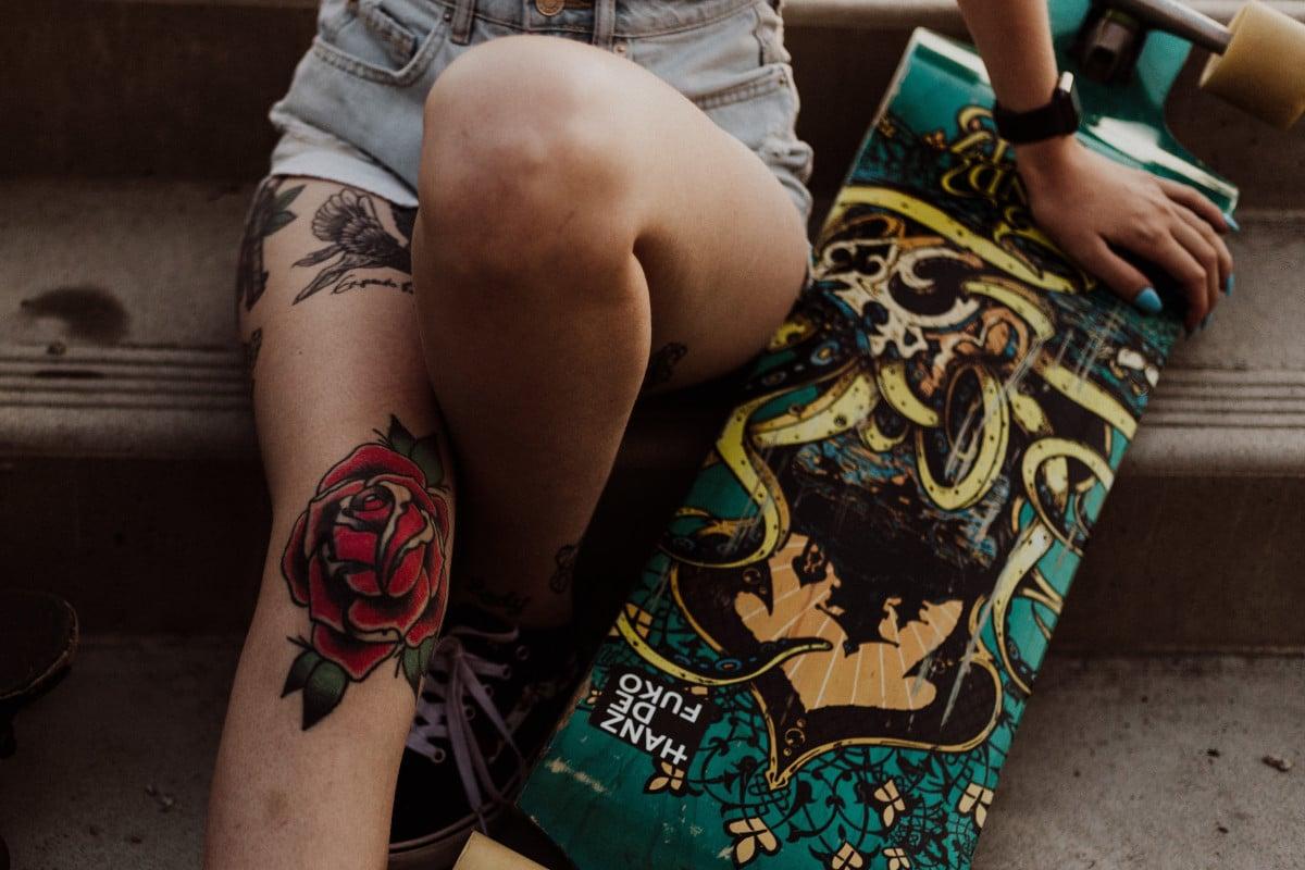 Tatuajes de Rosas Tradicionales Rodilla