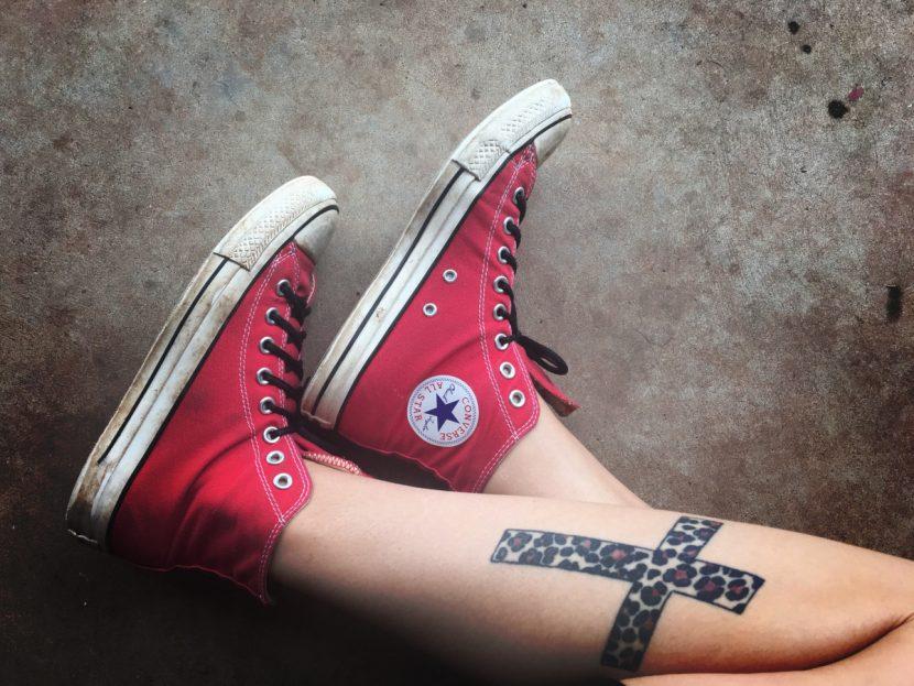 Tatuajes de una Cruz Pierna