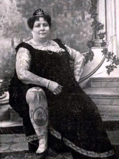 Mujer Tatuada Señora
