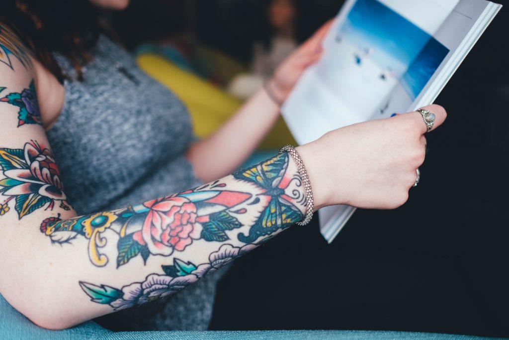Tatuajes de Flores de Colores Brazo