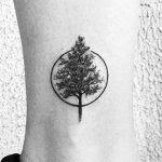 Tatuajes discretos de árboles