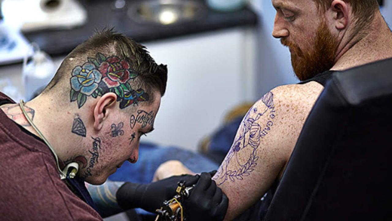 Estudios de tatuajes reabren sus puertas en España