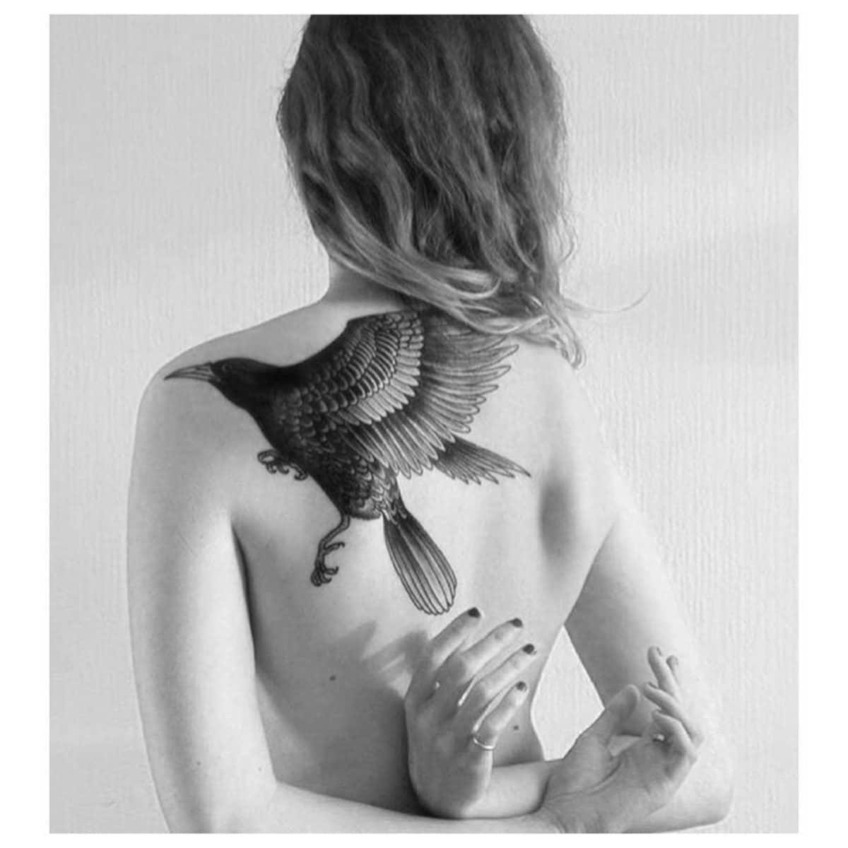 Tatuajes con Cuervos Espalda