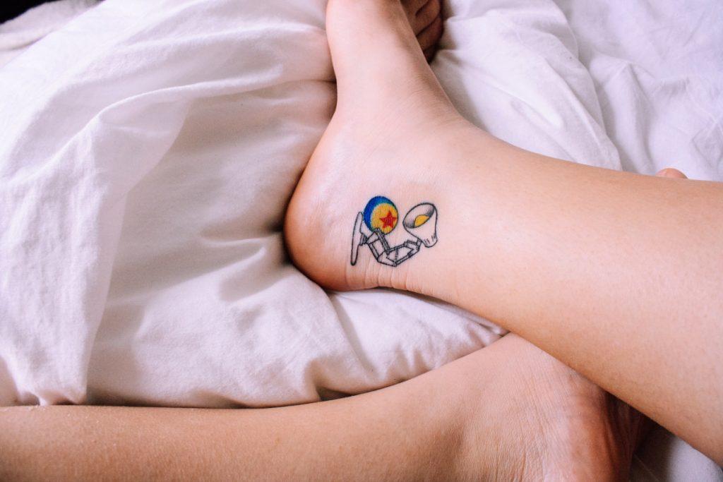 Dormir con Tatuaje Pie
