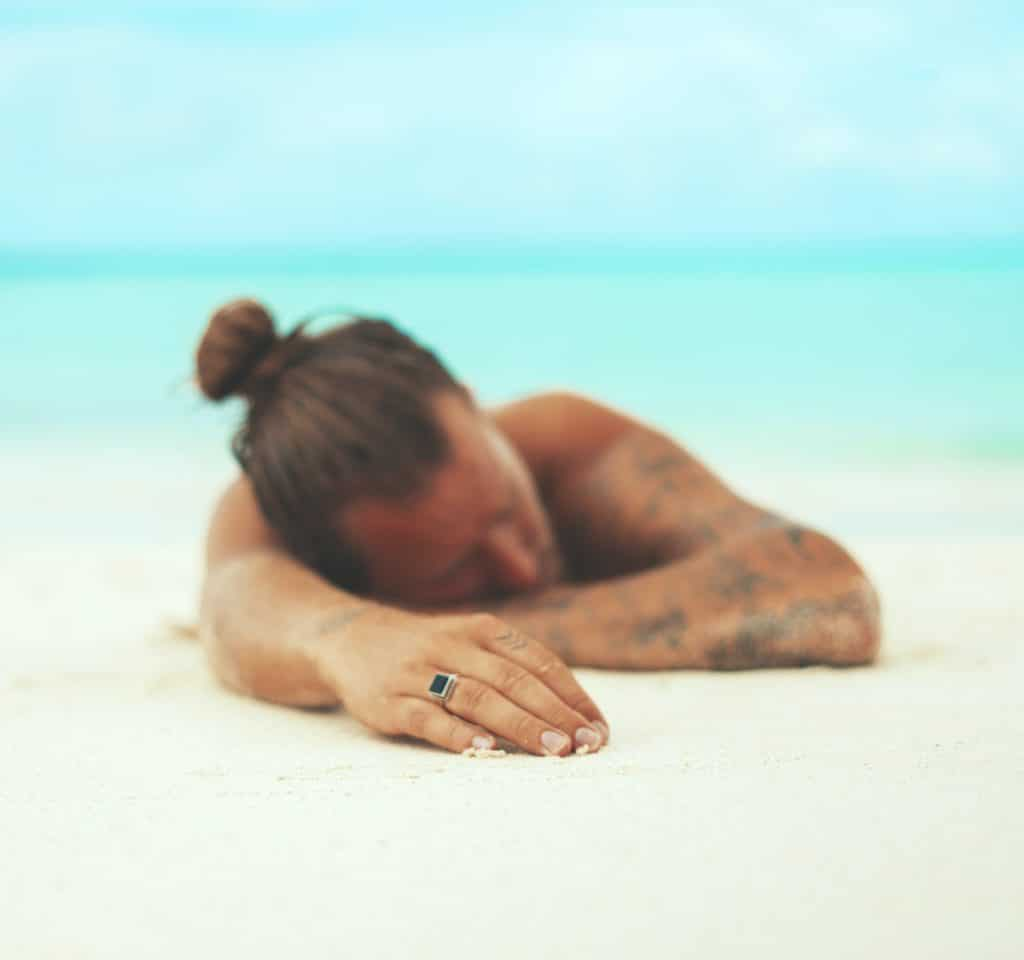 Dormir con Tatuaje Playa