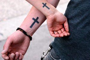 Tatuajes de Cruces en el Antebrazo