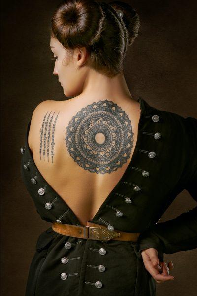 Tatuajes de Mandala en la Espalda Mono