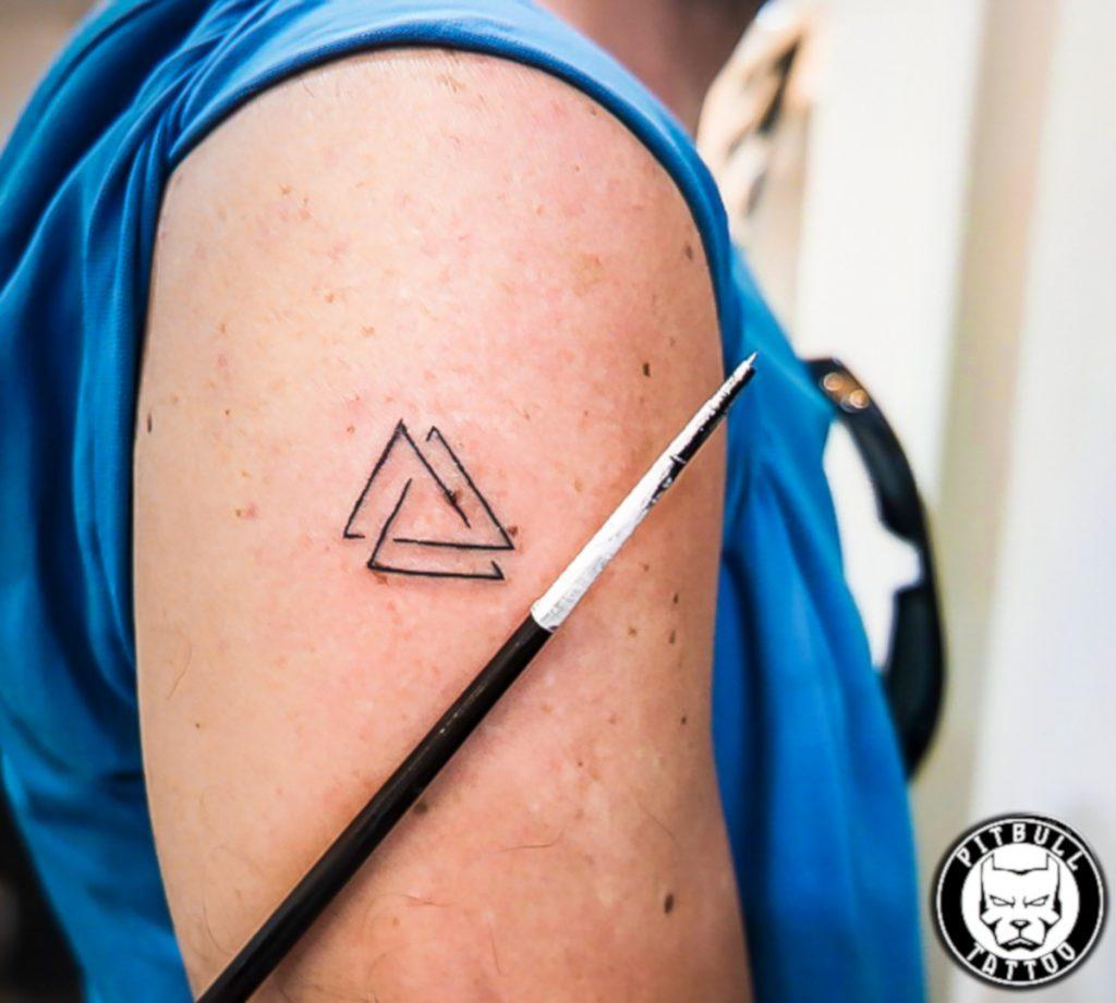 Tatuajes de Símbolos Vikingos Triangulo