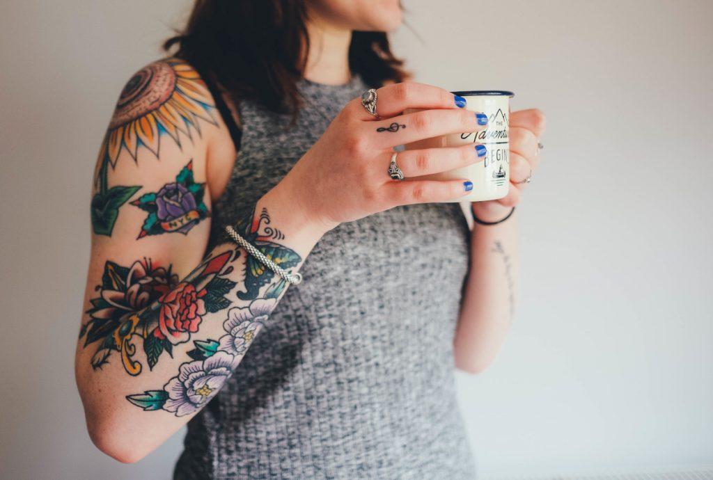 Tatuajes en el Hombro para Mujer Flor