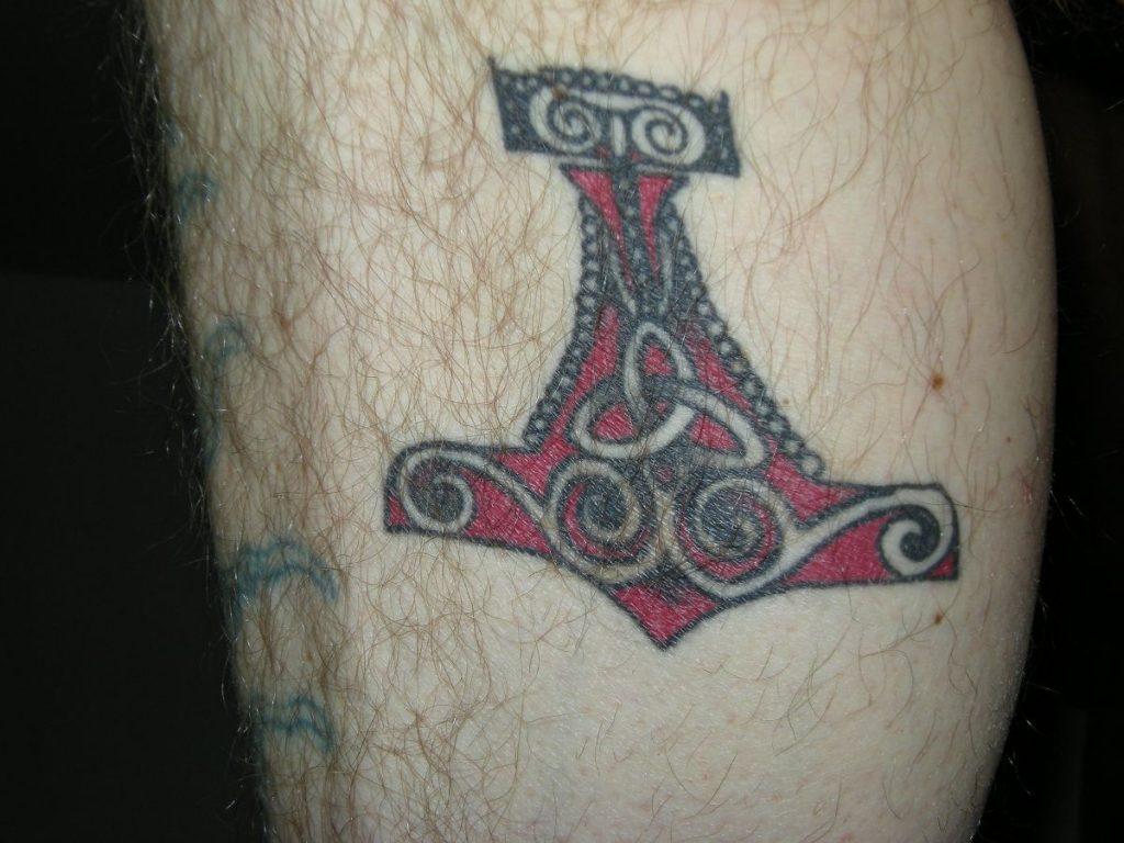 Tatuajes Vikingos Martillo