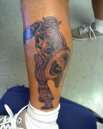 Tatuaje Capitán América Corriendo
