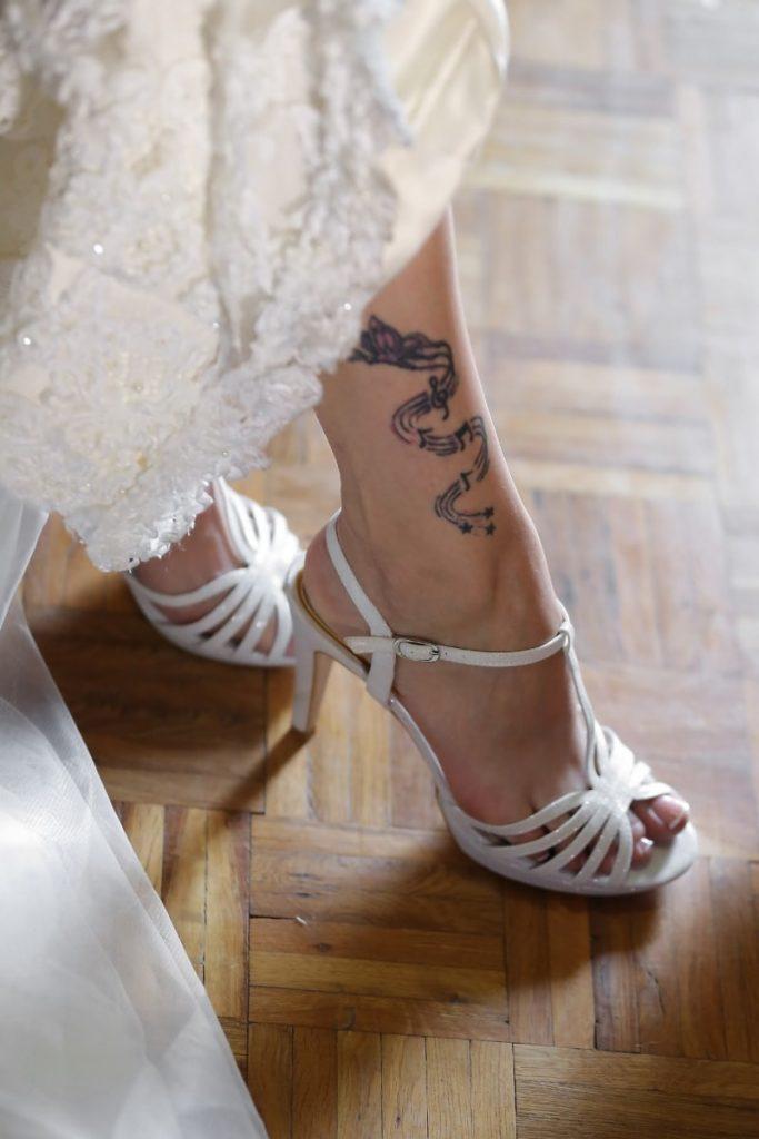 Tatuaje en Tobillera de Mujer Pierna