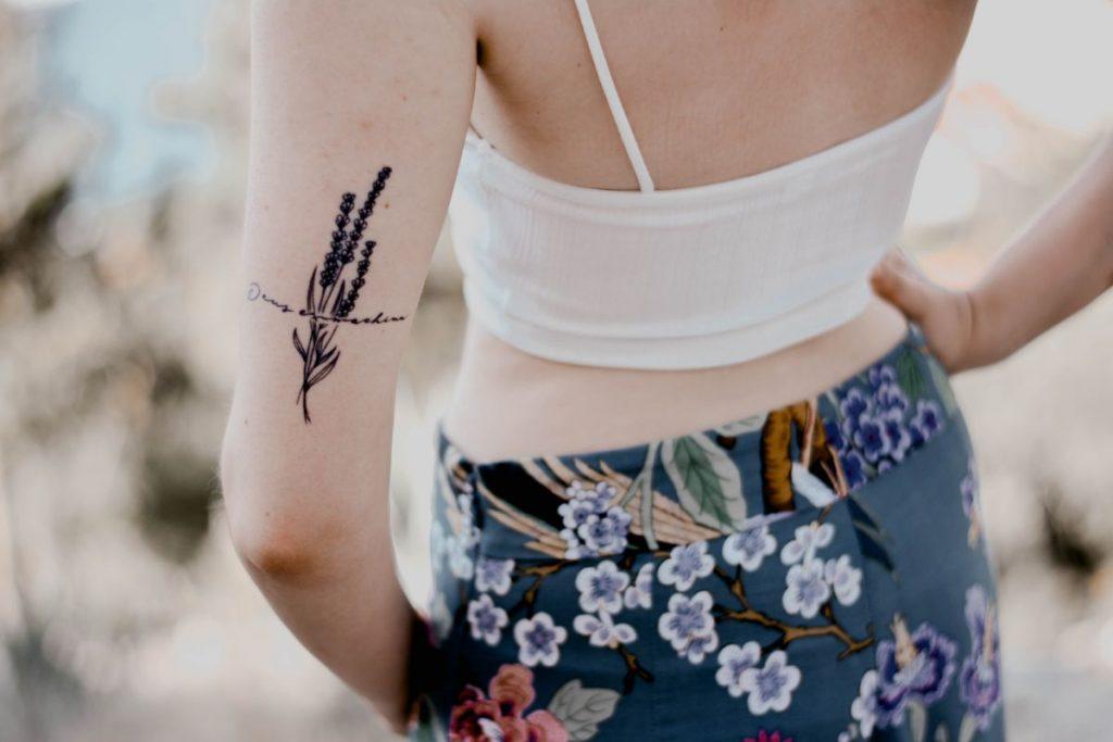 Tatuajes de Nombres de Hijos Flores