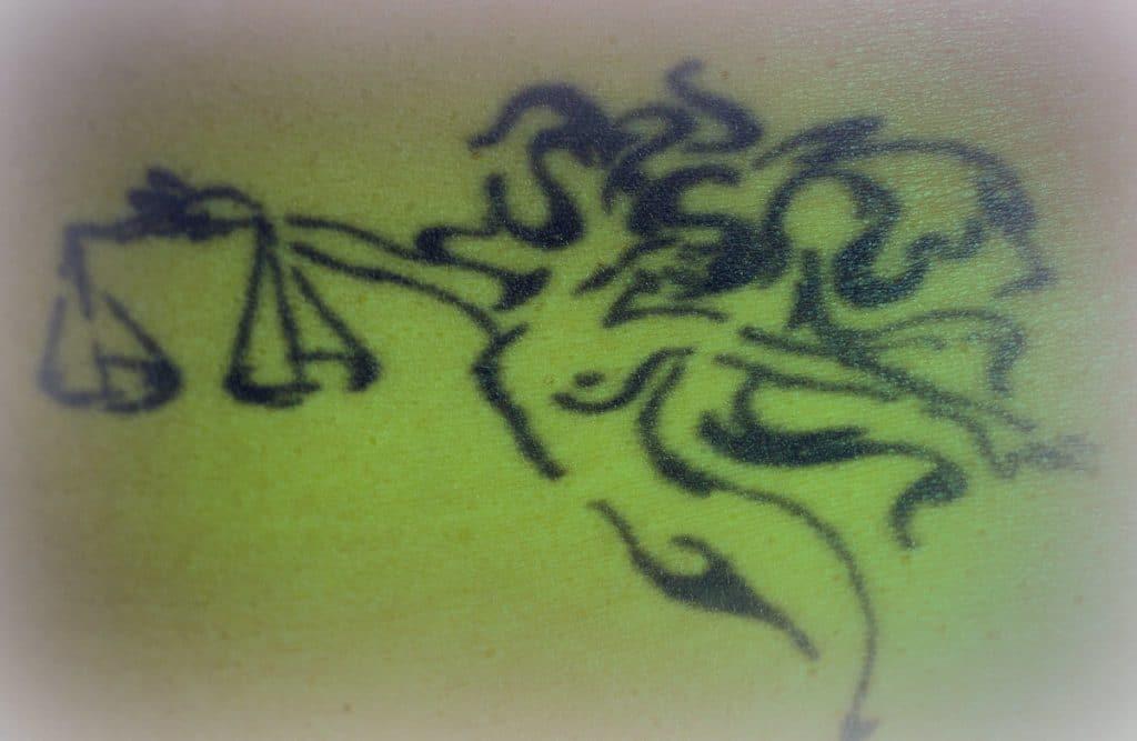 Tatuaje Libra Grande