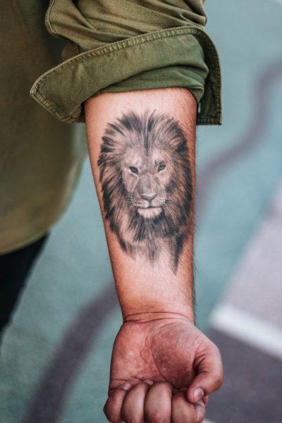 Tatuajes del Signo Leo Brazo