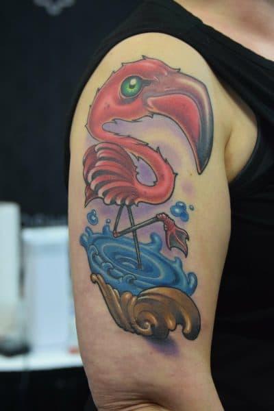 Tatuaje de flamenco estilo cartoon