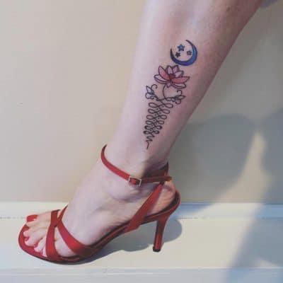 Unalome con flor de loto y luna