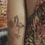 Tatuaje de flamenco sencillo
