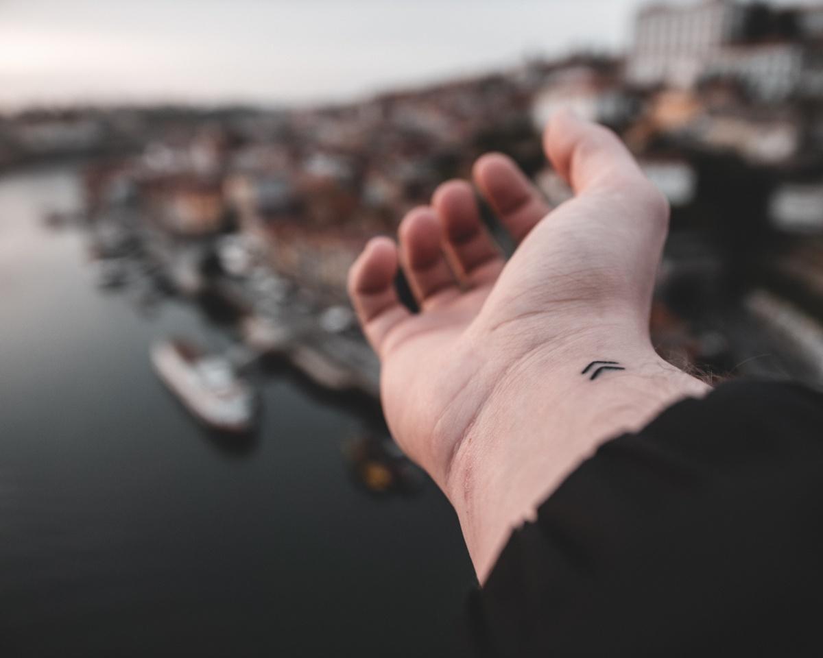 Los tatuajes en la muñeca acostumbran a ser simples